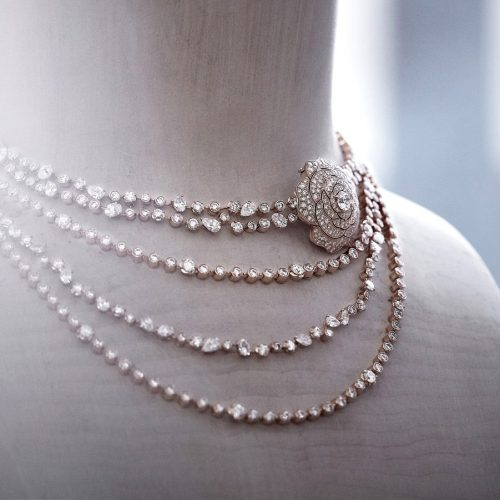 Variants in Metallic Pearls from Freshwater That Cannot be Resisted
