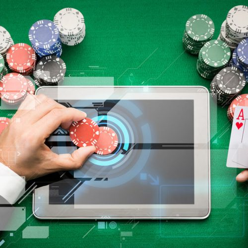 What are the advantages of playing online casino games?
