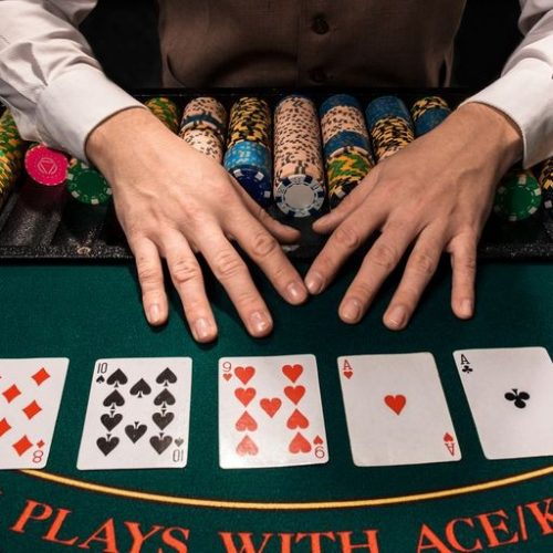 Major advantages of playing online poker games