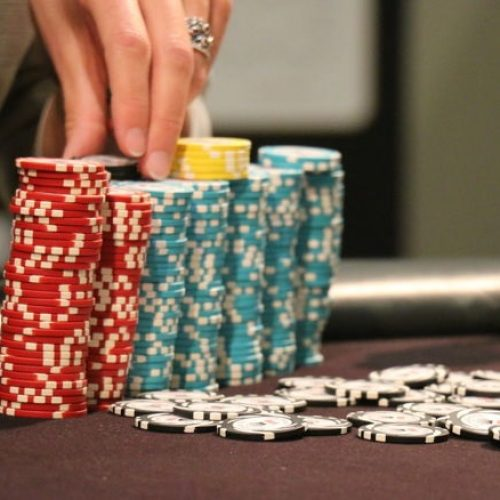 Best tips to earn huge rewards in poker