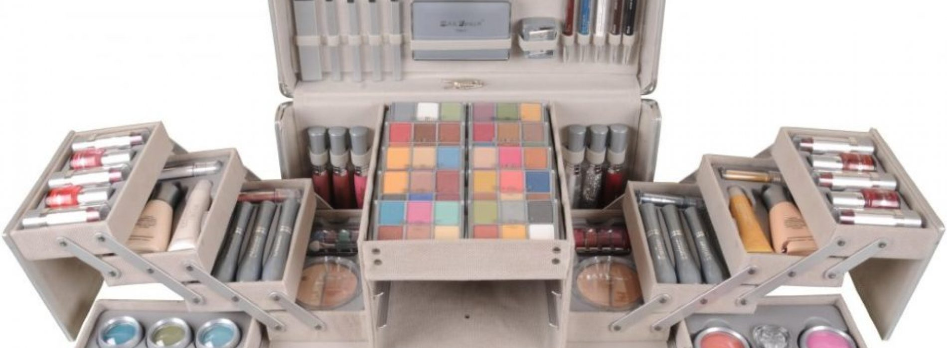 Eye shadows An Essential Ingredients For Any Makeup Vanity Box:
