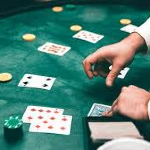 The differences between the blackjack card game and the baccarat card games